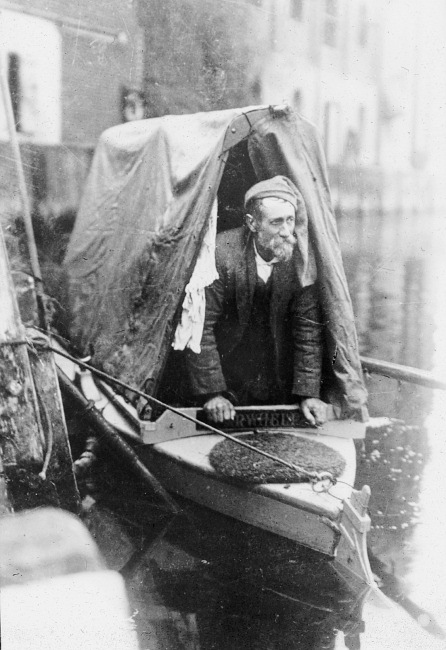 Patterson, A.H. (John Knowlittle), in a punt. [images/photographs]